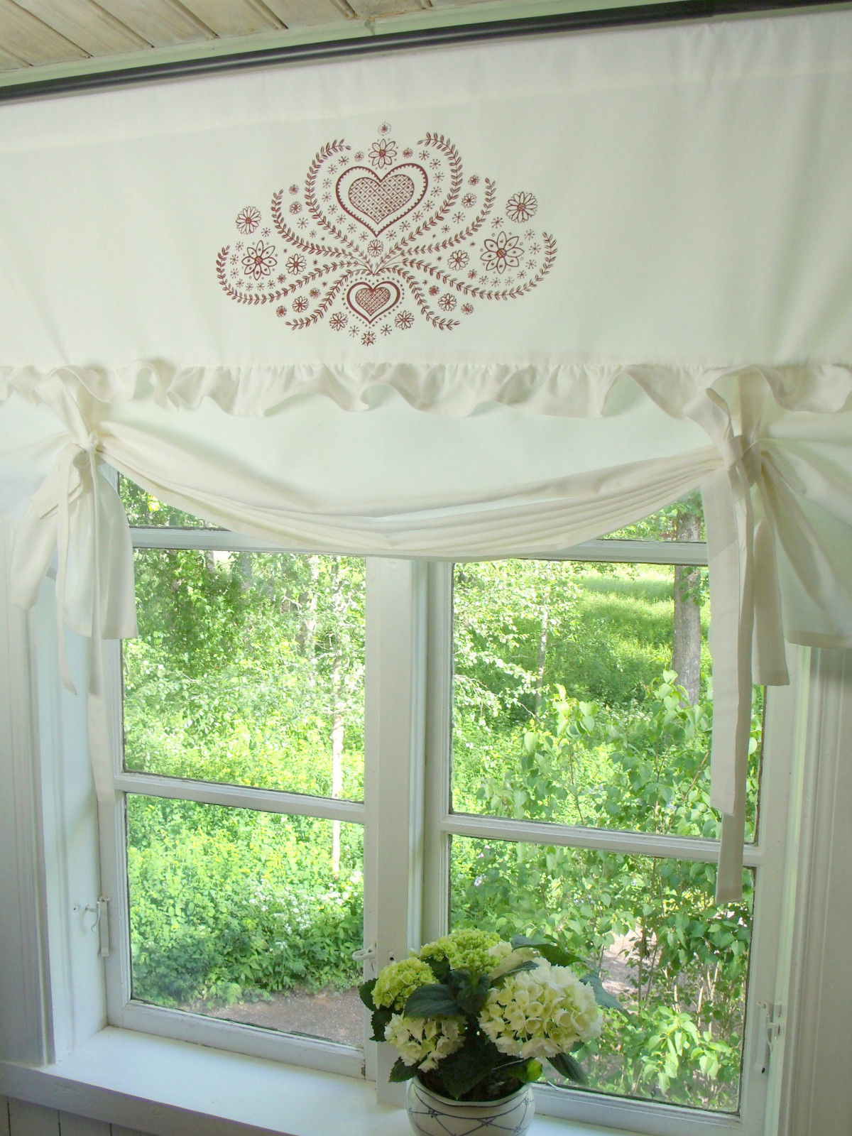 raff gardine herzig wei rot rollo 140x100 cm raffgardinen rollos gardinen lillabelle. Black Bedroom Furniture Sets. Home Design Ideas