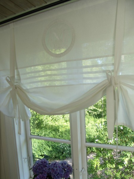 raff gardine mathilde weiss rollo 120x100 cm raffgardinen rollos gardinen lillabelle. Black Bedroom Furniture Sets. Home Design Ideas